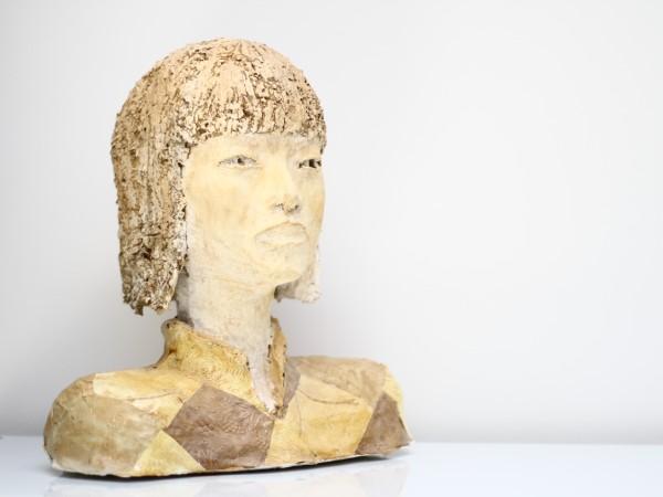 thumbnail galerie sculpture papier femme asiatique 2 terres ethniques by Anne Requillart