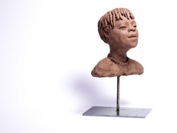 thumbnail galerie sculpture terre cuite jeune guerrier Maasai terres ethniques by Anne Requillart