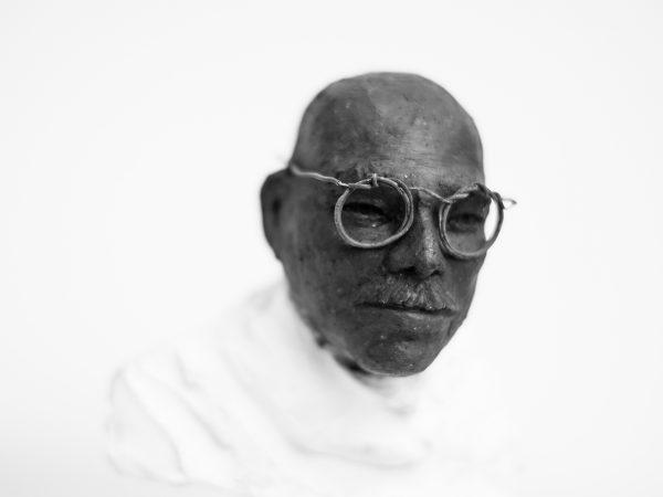 thumbnail galerie sculpture Raku Gandhi terres ethniques by Anne Requillart