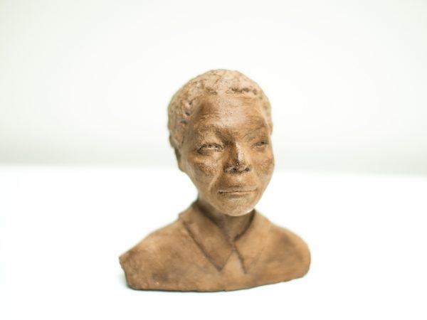 thumbnail galerie sculpture Plâtre Mandela 2 terres ethniques by Anne Requillart